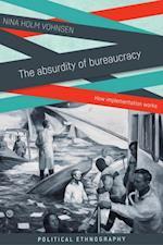 absurdity of bureaucracy af Nina Holm Vohnsen