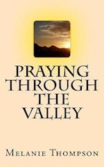 Praying Through the Valleys af Melanie Thompson