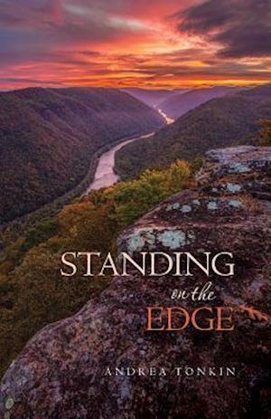 Bog, paperback Standing on the Edge af Andrea Tonkin