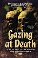 Gazing at Death af Maximiliano E. Korstanje