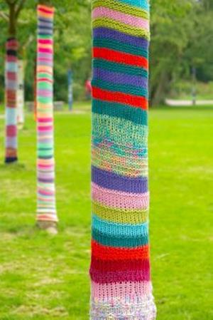 Bog, paperback Yarn Bombed Tree Trunks in the Park Journal af Cs Creations