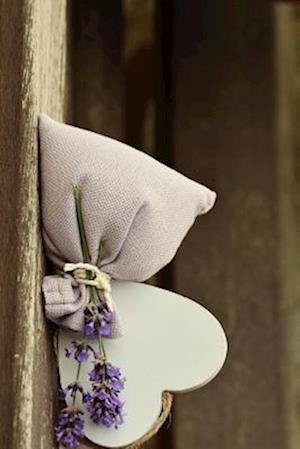 Bog, paperback Lavender Flowers and Scent with a Heart af Unique Journal