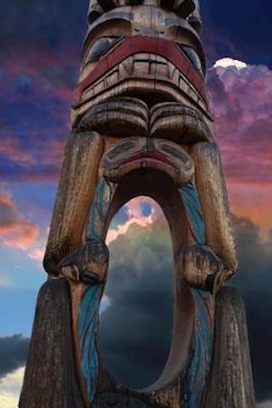Bog, paperback Cool Totem Pole at Sunset in Vancouver, Canada af Unique Journal