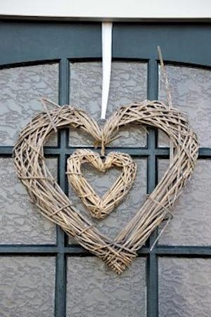 Bog, paperback Rustic Double Heart Grapevine Wreath af Cs Creations