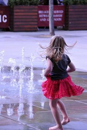 Bog, paperback Charming Little Girl Dancing in the Water Journal af Cs Creations