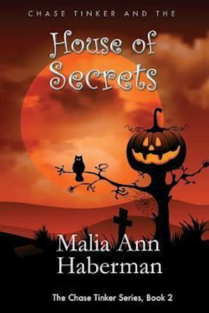 Bog, paperback Chase Tinker and the House of Secrets af Malia Ann Haberman