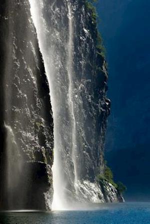 Bog, paperback Geirangerfjord Waterfall in Norway af Unique Journal