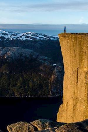 Bog, paperback The Cliffs of Preikestolen, Norway af Unique Journal