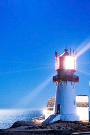Bog, paperback The Lindesnes Lighthouse Lit Up at Night in Norway af Unique Journal