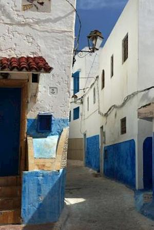 Bog, paperback Narrow Street in Oudaia Kasbah in Rabat Morocco Journal af Cool Image