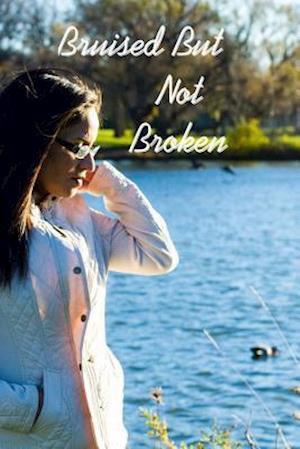 Bog, paperback Bruised But Not Broken af Madeline R. Brigantti