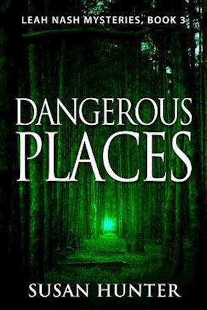 Bog, paperback Dangerous Places af Susan Hunter