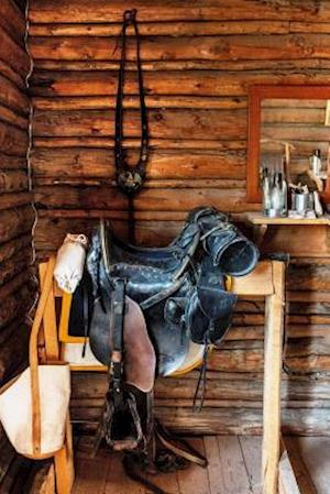 Bog, paperback Vintage Western Horse Saddle in an Old Cabin af Unique Journal
