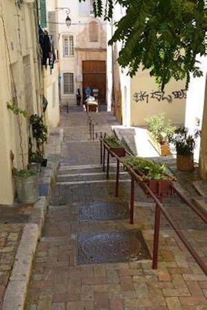 Bog, paperback Stairs Down a Picturesque Alley in Marseille, France af Unique Journal
