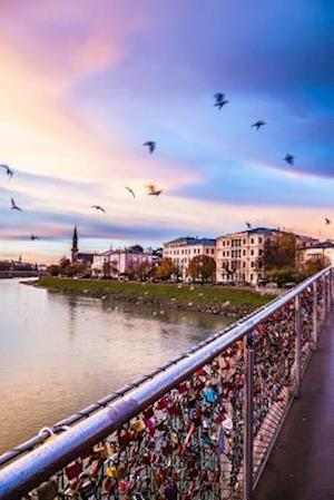 Bog, paperback Padlocks of Love Bridge in Salzburg Austria Journal af Cs Creations