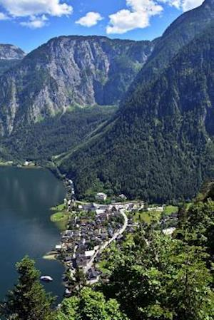 Bog, paperback A Summer View of Hallstatt Village Salzkammergut, Austria Journal af Cs Creations