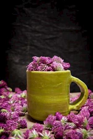 Bog, paperback Red Clover (Trifolium Pratense) in a Yellow Pottery Mug Journal af Cs Creations