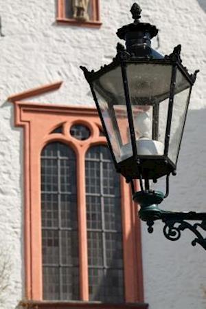 Bog, paperback A Lantern in a Quaint German Town af Unique Journal