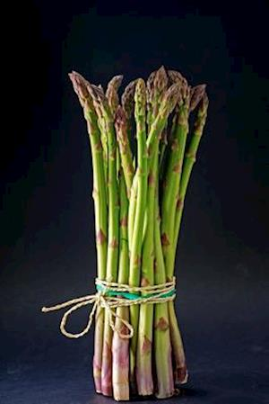 Bog, paperback A Bunch of Fresh Asparagus Standing Upright Journal af Cs Creations