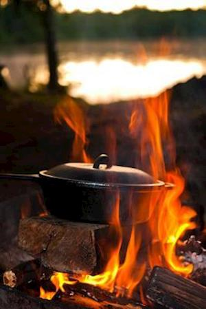 Bog, paperback Cooking Over an Open Fire While Camping at the Lake Journal af Cs Creations