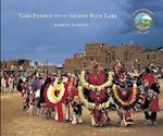 Taos Pueblo and Its Sacred Blue Lake af Marcia Keegan