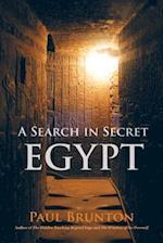A Search in Secret Egypt af Paul Brunton