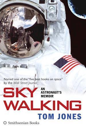 Bog, paperback Sky Walking af Tom Jones