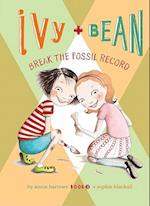 Ivy and Bean Break the Fossil Record: #3 (Ivy & Bean)