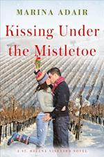 Kissing Under the Mistletoe af Marina Adair