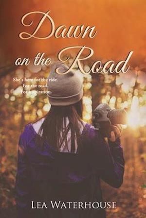 Bog, paperback Dawn on the Road af Lea Waterhouse