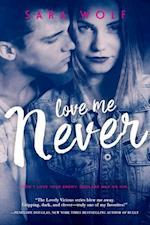 Love Me Never af Sara Wolf