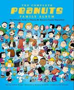 The Complete Peanuts Family Album af Andrew Farago