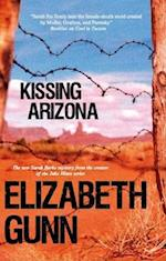 Kissing Arizona af Elizabeth Gunn