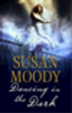Dancing in the Dark af Susan Moody
