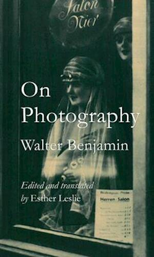 Bog, paperback On Photography af Walter Benjamin
