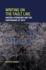 Writing on the Fault Line af Martin Munro