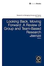 Looking Back, Moving Forward (Research on Managing Groups And Teams, nr. 15)