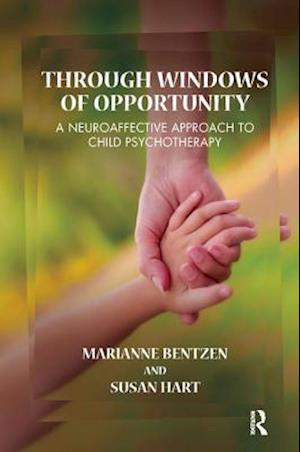 Bog paperback Through Windows of Opportunity af Susan Hart Marianne Bentzen