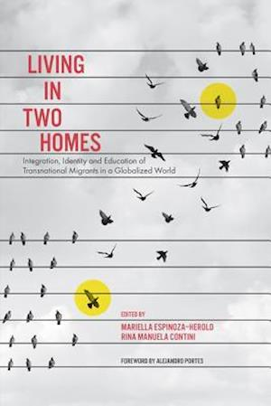 Bog, hardback Living in Two Homes af Mariella Espinoza Herold