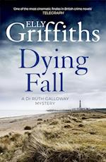 A Dying Fall (The Dr Ruth Galloway Mysteries, nr. 5)
