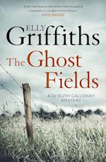 The Ghost Fields af Elly Griffiths