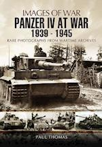 Panzer IV at War 1939-1945 af Paul Thomas
