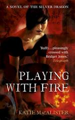 Playing With Fire (Silver Dragons Book One) af Katie Macalister
