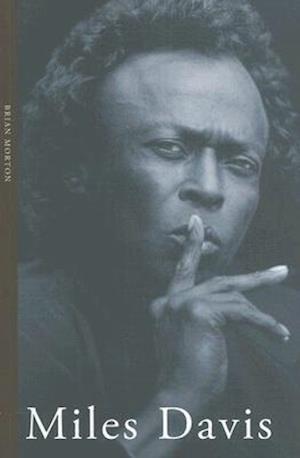 Bog paperback Miles Davis af Brian Morton