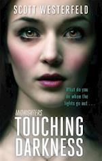 Touching Darkness af Scott Westerfeld