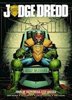 Judge Dredd Tour of Duty af John Wagner, John Higgins, Carlos Ezquerra