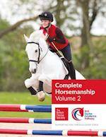 BHS Complete Horsemanship Volume Two (BHS Complete Horsemanship, nr. 2)
