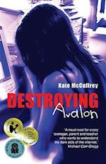 Destroying Avalon af Kate Mccaffrey