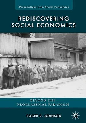 Bog, hardback Rediscovering Social Economics : Beyond the Neoclassical Paradigm af Roger D. Johnson