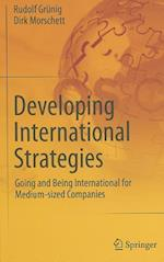 Developing International Strategies af Dirk Morschett, Rudolf Grunig